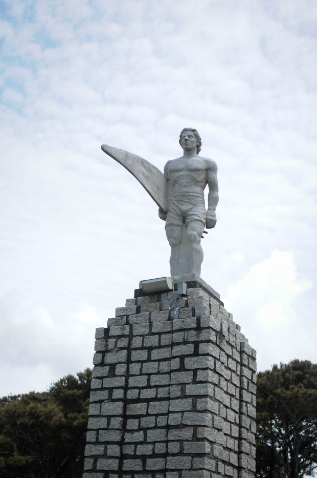 only in floripa they have a statue of a surfer...